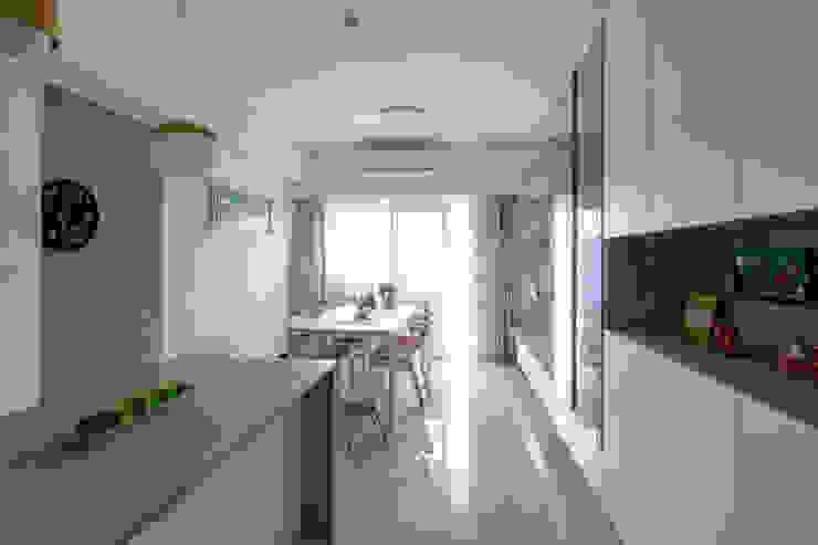 台中 蔡公館 斯堪的納維亞風格的走廊,走廊和樓梯 根據 拓雅室內裝修有限公司 北歐風