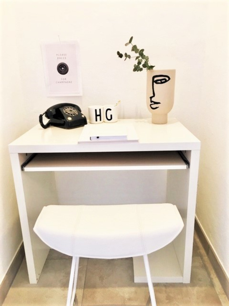 Münchner home staging Agentur GESCHKA Modern Study Room and Home Office White