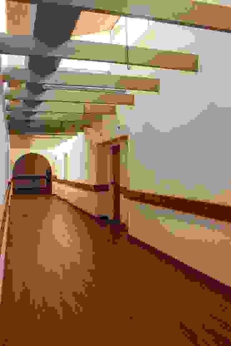 Pasillos Pasillos, vestíbulos y escaleras de estilo minimalista de ENSAMBLE de Arquitectura Integral Minimalista