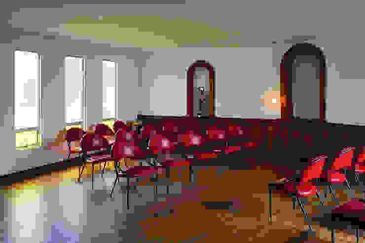 REMODELACIÓN CENTRO PARA EL ADULTO MAYOR CHÍA Salas de estilo minimalista de ENSAMBLE de Arquitectura Integral Minimalista
