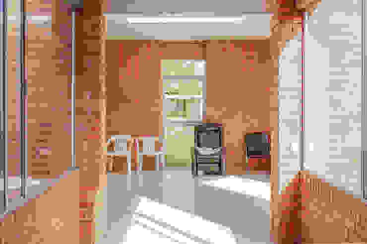 Sala de estar Salas de estilo minimalista de ENSAMBLE de Arquitectura Integral Minimalista