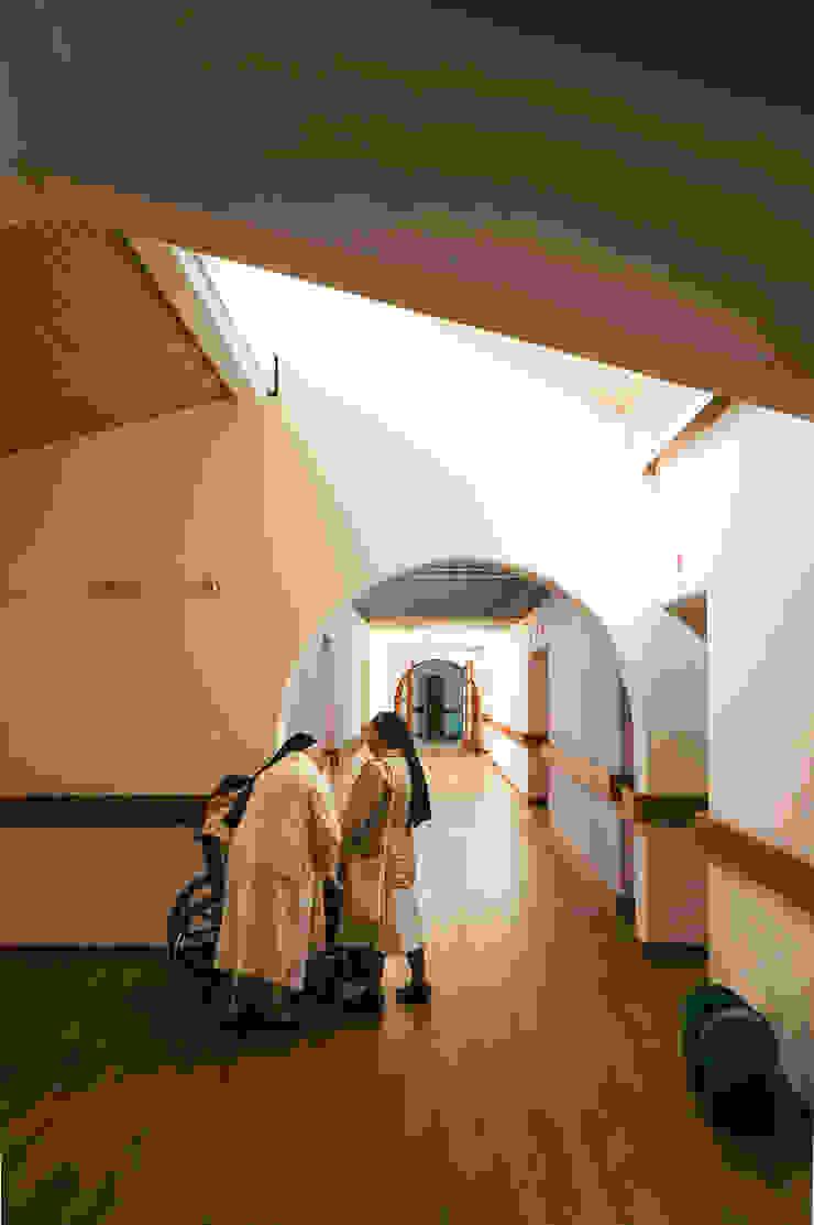 Vestíbulo Pasillos, vestíbulos y escaleras de estilo minimalista de ENSAMBLE de Arquitectura Integral Minimalista