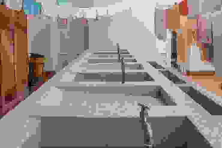 Lavandería Yates y jets de estilo minimalista de ENSAMBLE de Arquitectura Integral Minimalista