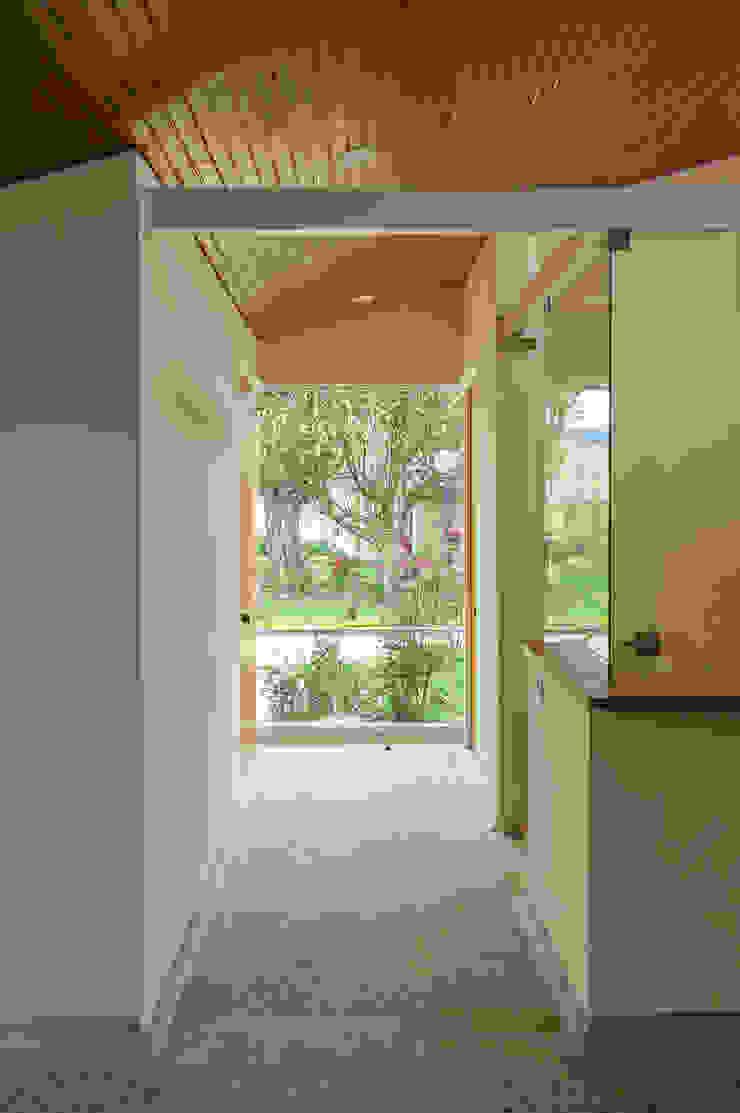 Recepción Pasillos, vestíbulos y escaleras de estilo minimalista de ENSAMBLE de Arquitectura Integral Minimalista