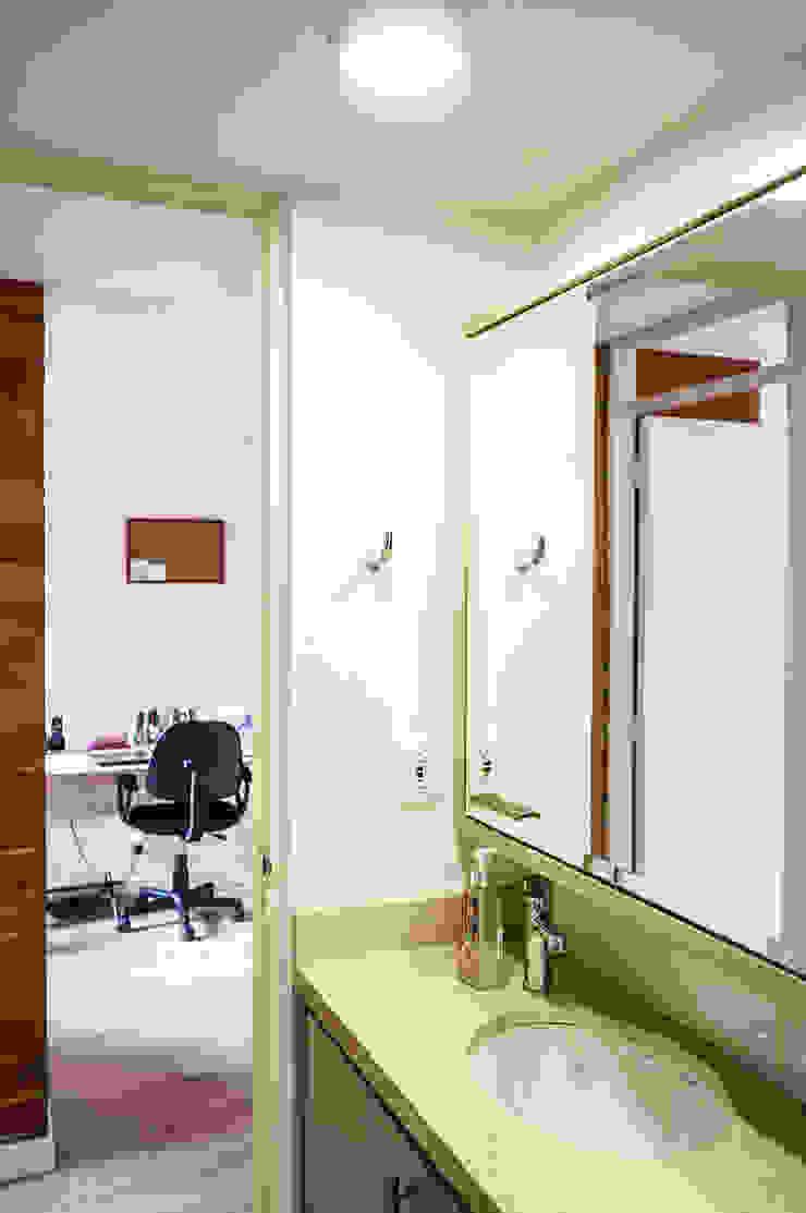 Baño Baños de estilo minimalista de ENSAMBLE de Arquitectura Integral Minimalista