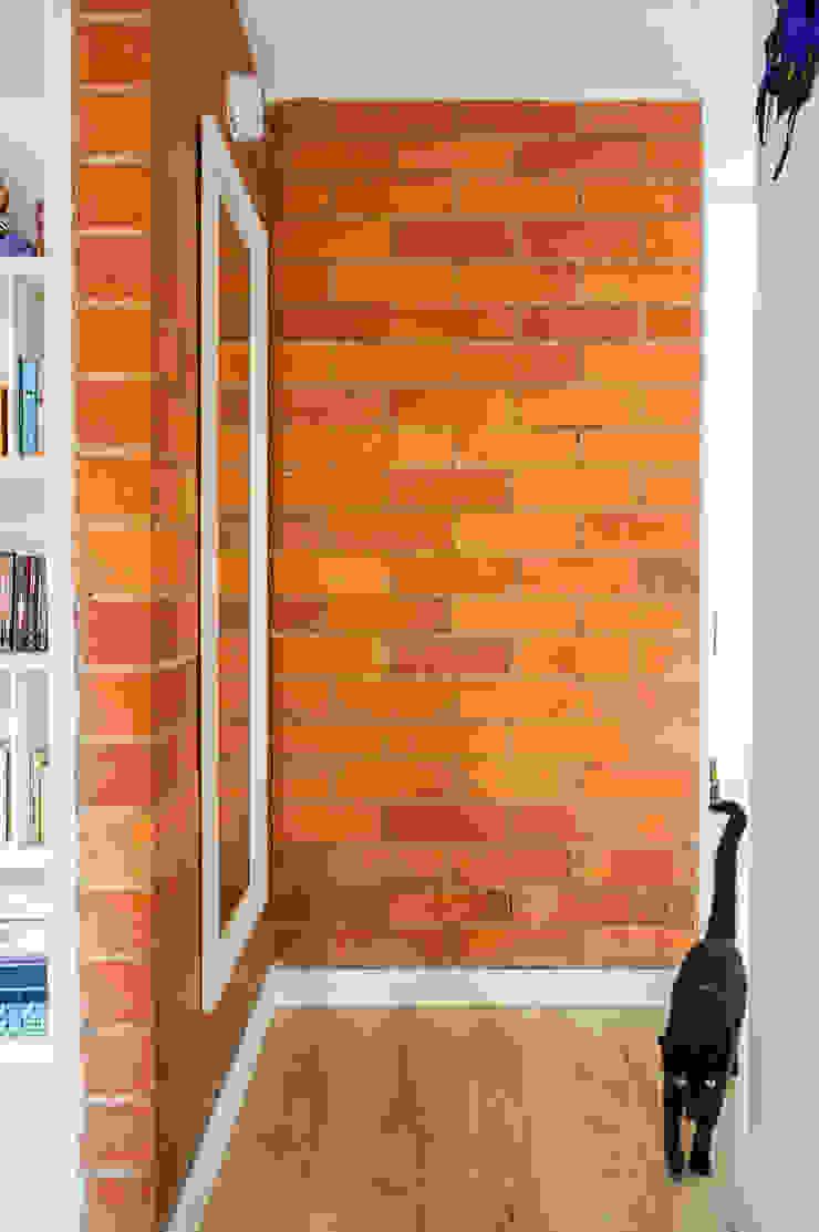 Pasillo Pasillos, vestíbulos y escaleras de estilo minimalista de ENSAMBLE de Arquitectura Integral Minimalista
