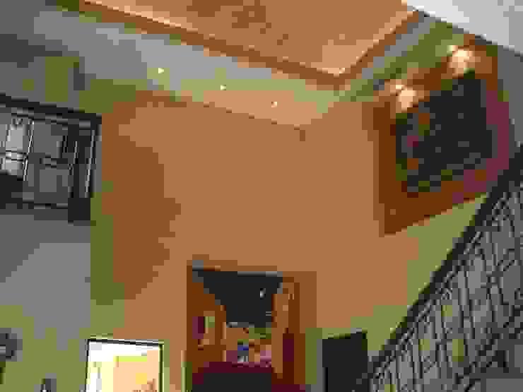 Doble Altura con muros en tonos beige y cúpula de ladrillo Salones coloniales de DIMARQ® espacios arquitectónicos Colonial
