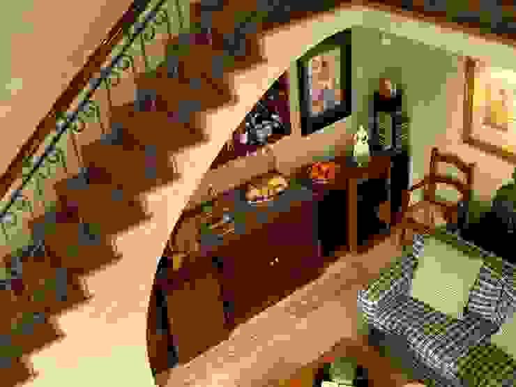 Cava-Bar bajo esacalera Cavas coloniales de DIMARQ® espacios arquitectónicos Colonial