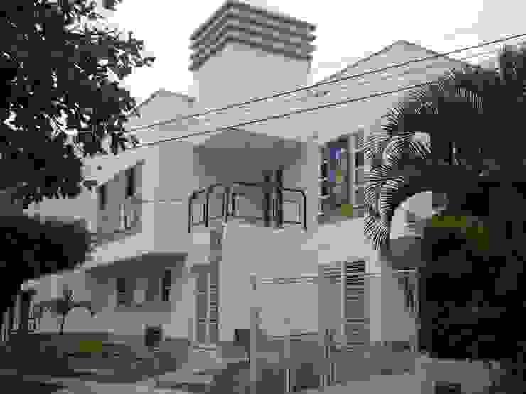 DISEÑO Y CONSTRUCCIÓN INSTITUCIÓN EDUCATIVA Estudios y despachos de estilo minimalista de Martha L. Ladino Construcciones SAS Minimalista Ladrillos