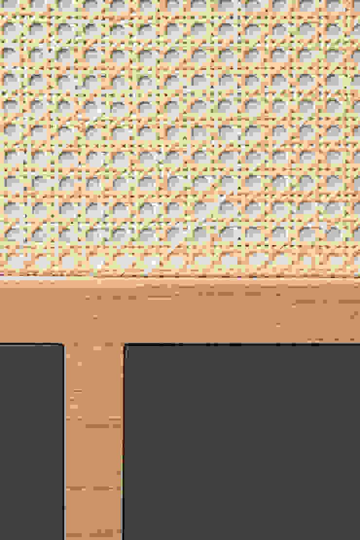 Dettaglio della testata del letto in rovere, legno laccato e paglia di vienna di PLUS ULTRA studio Eclettico Legno Effetto legno