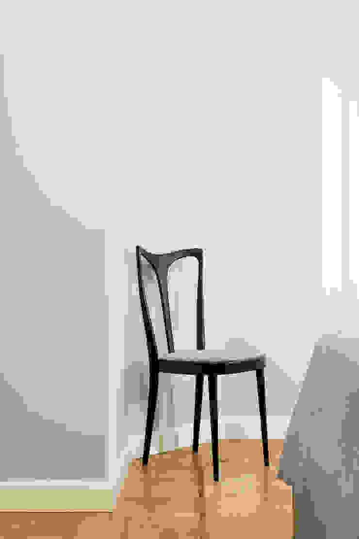Seduta vintage di PLUS ULTRA studio Eclettico Legno Effetto legno