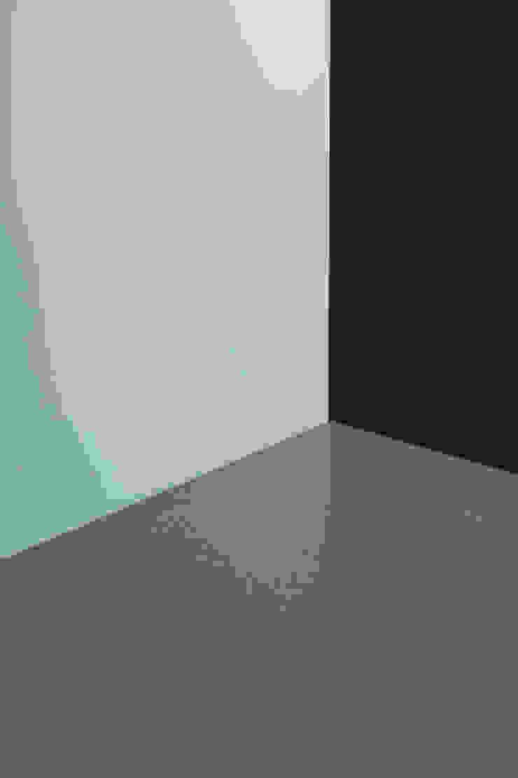 dettaglio del piano di lavoro e del backsplash in granito di PLUS ULTRA studio Eclettico Granito