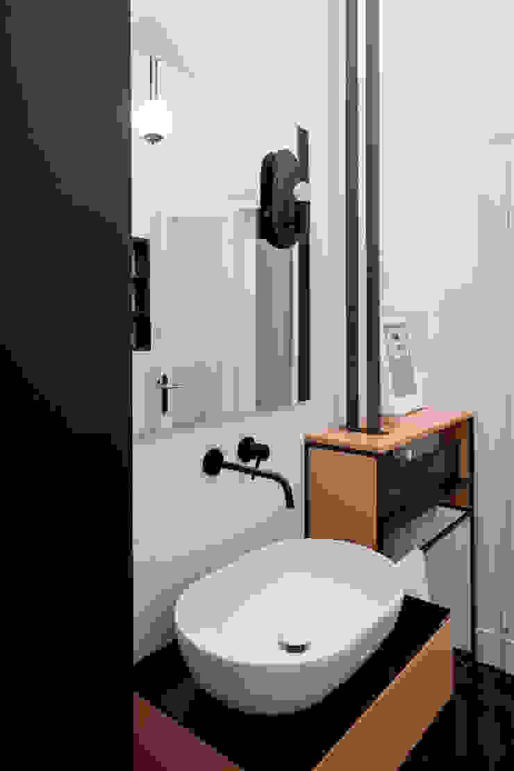 l'arredo bagno disegnato su misura Bagno eclettico di PLUS ULTRA studio Eclettico