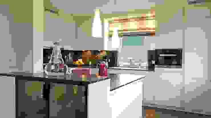 Küchentheke von Innenarchitektur Sudholz Modern Holz-Kunststoff-Verbund