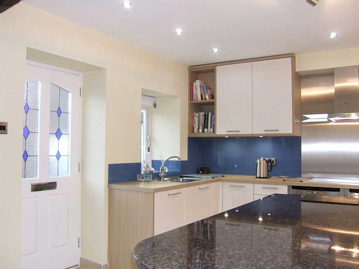 A Bespoke Kitchen, planning and installation. by Concept 17 kitchens Classic