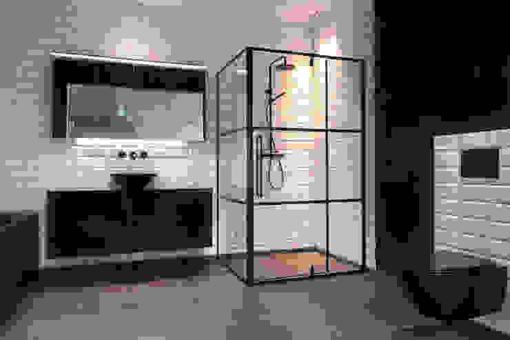 Zwarte badkamerinrichting Moderne badkamers van De Eerste Kamer Modern Keramiek