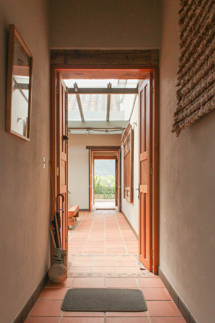 Acceso Pasillos, vestíbulos y escaleras de estilo minimalista de ENSAMBLE de Arquitectura Integral Minimalista