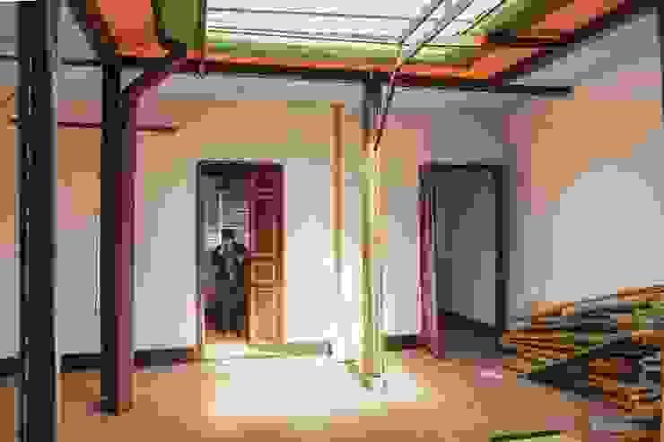 Patio Antes de ENSAMBLE de Arquitectura Integral Minimalista