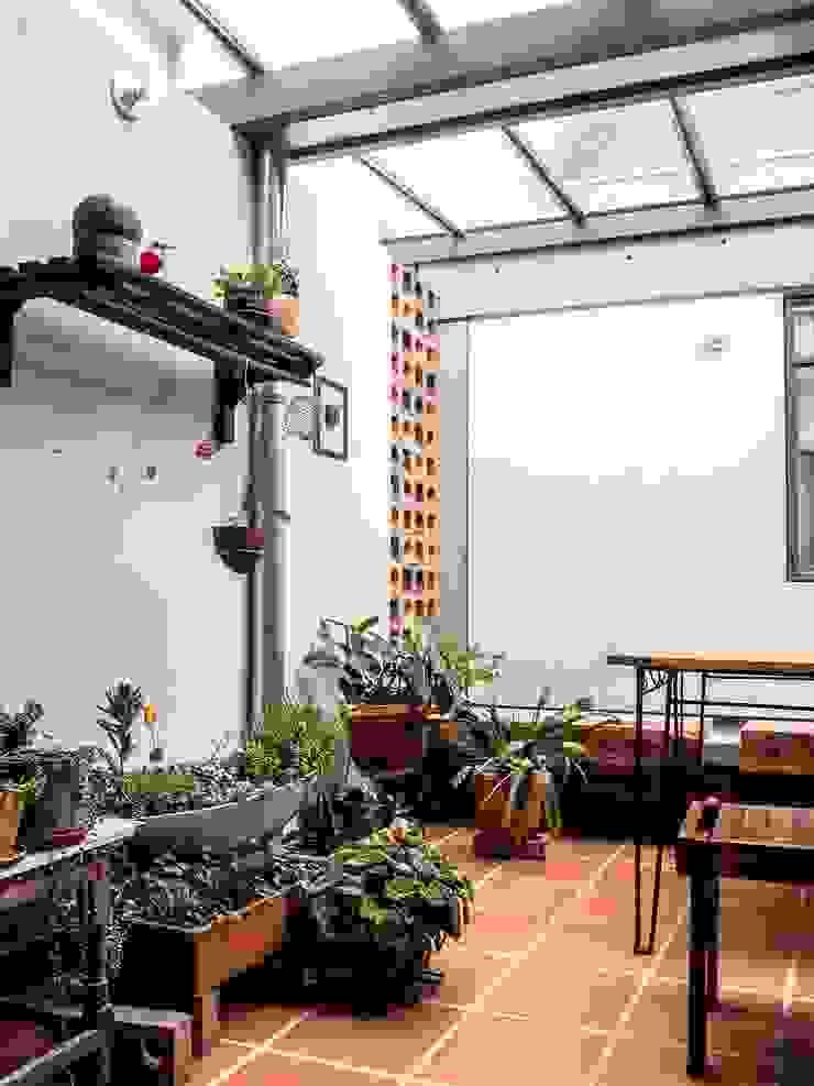 Fachada Antes Jardines de estilo minimalista de ENSAMBLE de Arquitectura Integral Minimalista