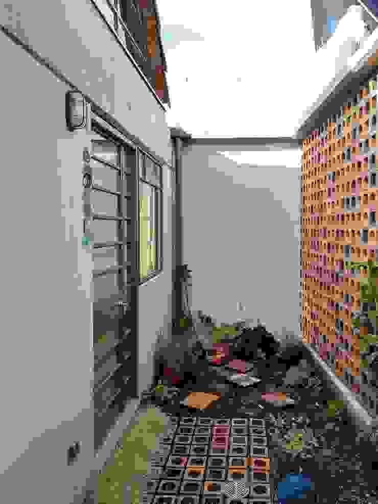 Patio Posterior Jardines de estilo minimalista de ENSAMBLE de Arquitectura Integral Minimalista