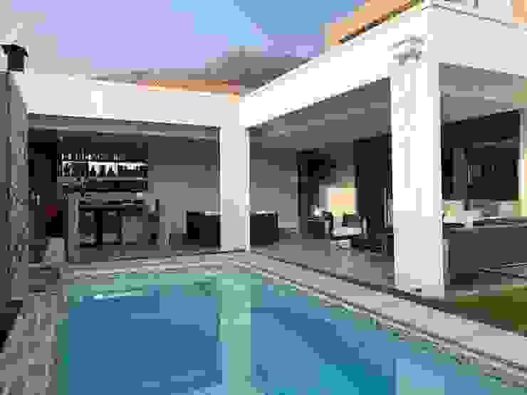 Balcones y terrazas de estilo mediterráneo de Triptico Diseño y Construcción Mediterráneo