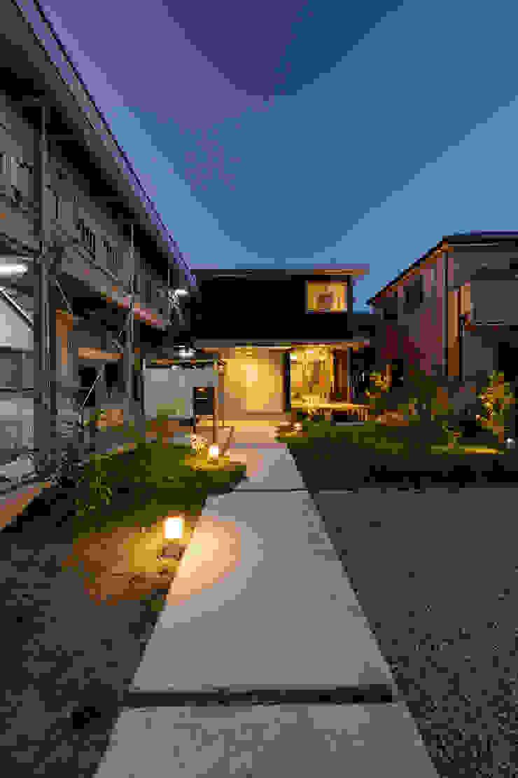 by 一級建築士事務所 想建築工房 Modern Wood Wood effect