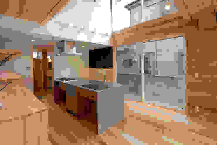 Modern kitchen by 一級建築士事務所 想建築工房 Modern Wood Wood effect
