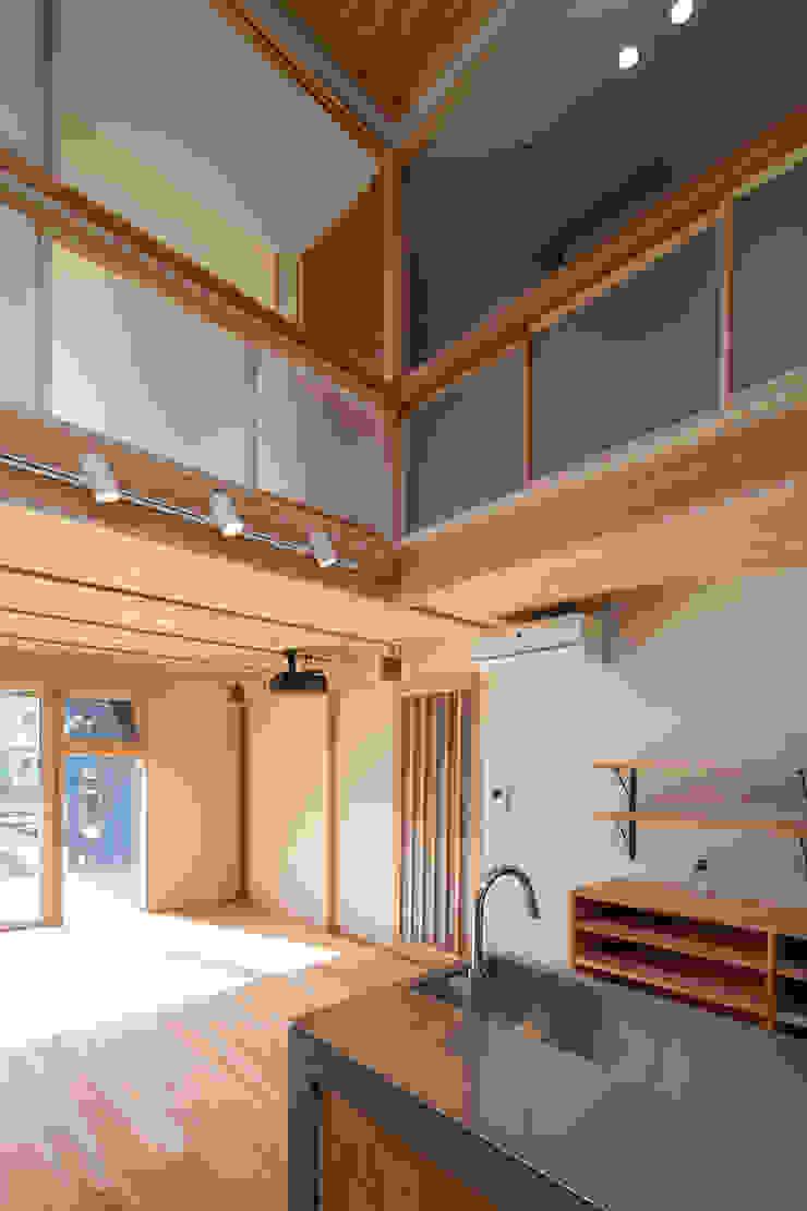 Modern living room by 一級建築士事務所 想建築工房 Modern Wood Wood effect