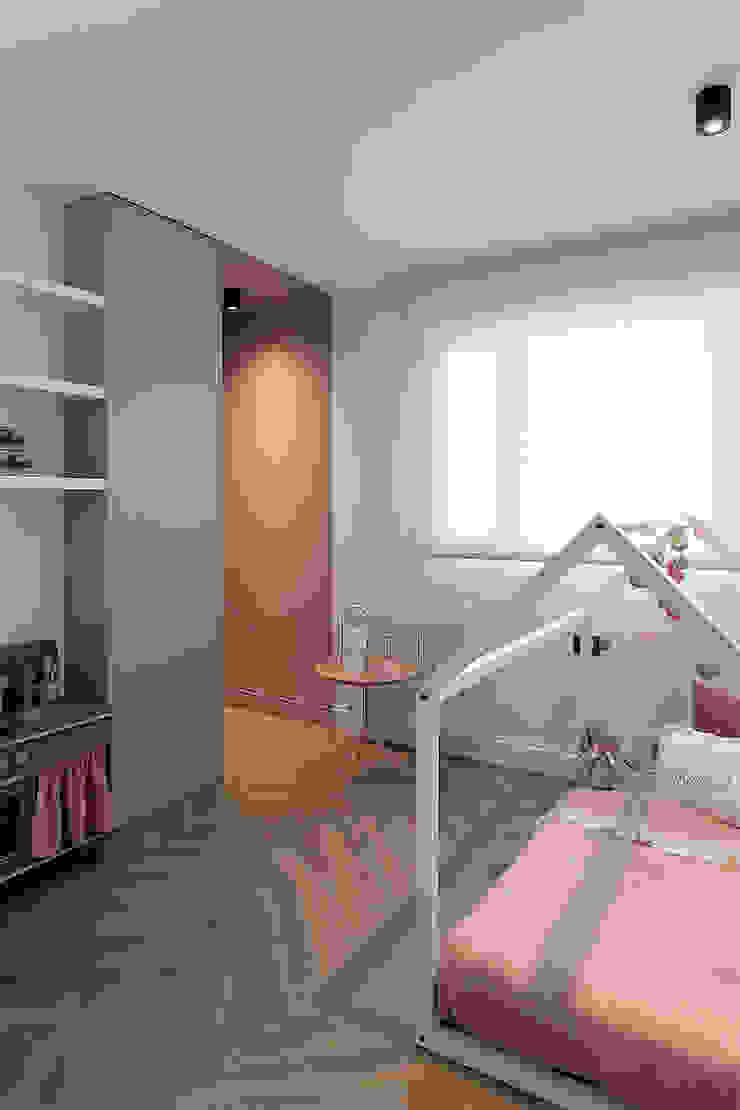 Habitación juvenil niña de MANUEL GARCÍA ASOCIADOS Moderno