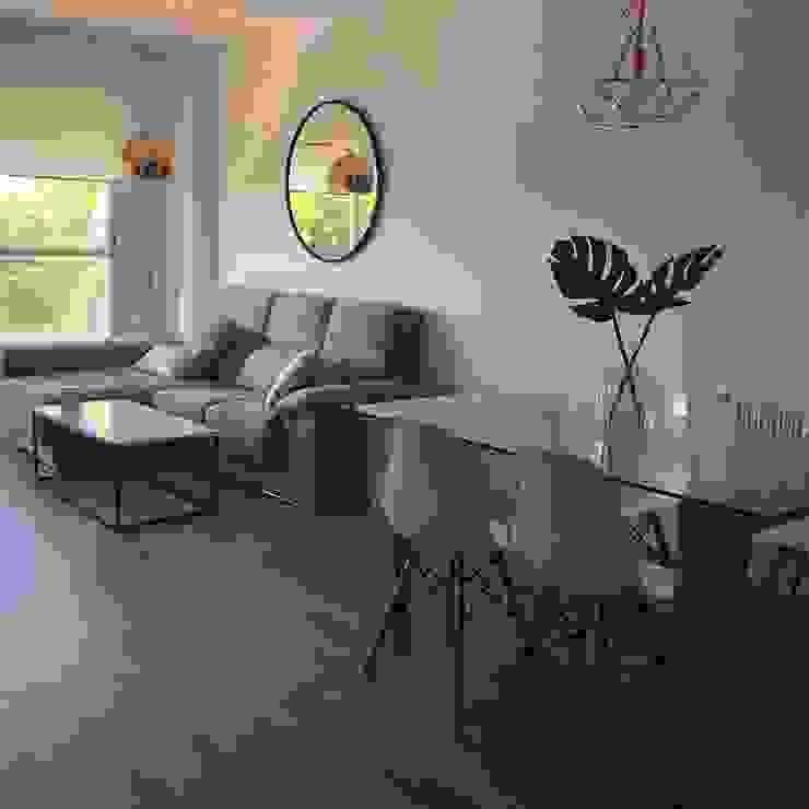 espacio en salón, bonita decoración. O. R. Group SalonesAccesorios y decoración