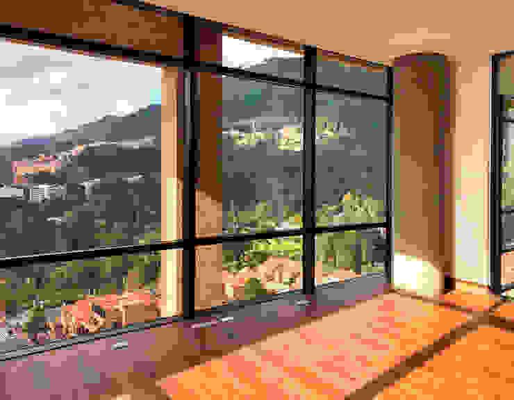 Estudio penthouse Estudios y despachos de estilo moderno de Konrad Brunner Arquitectos Moderno