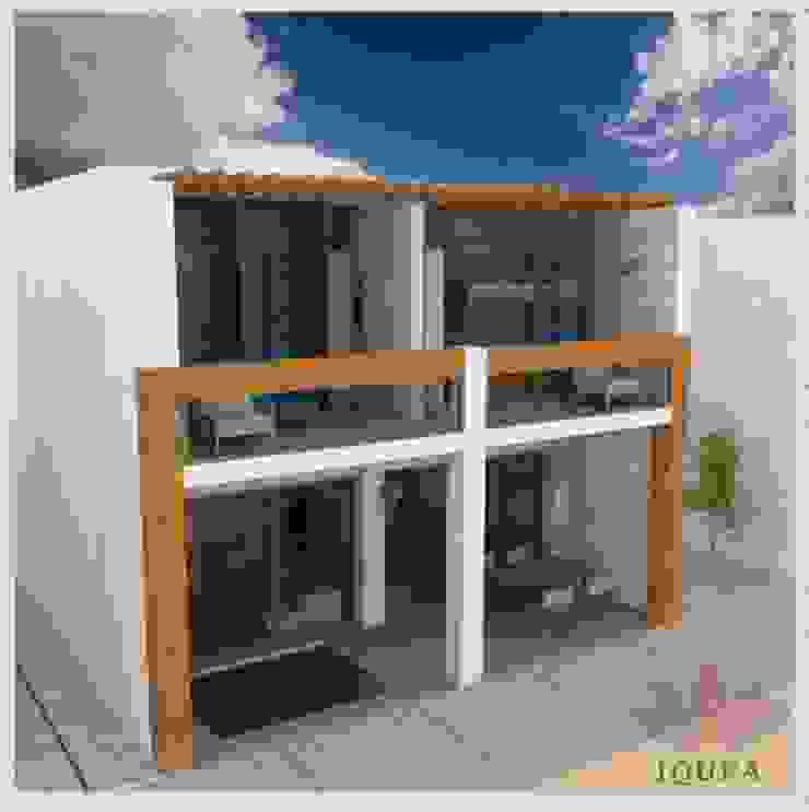 Fachada de día Casas de estilo minimalista de IQUPA Minimalista
