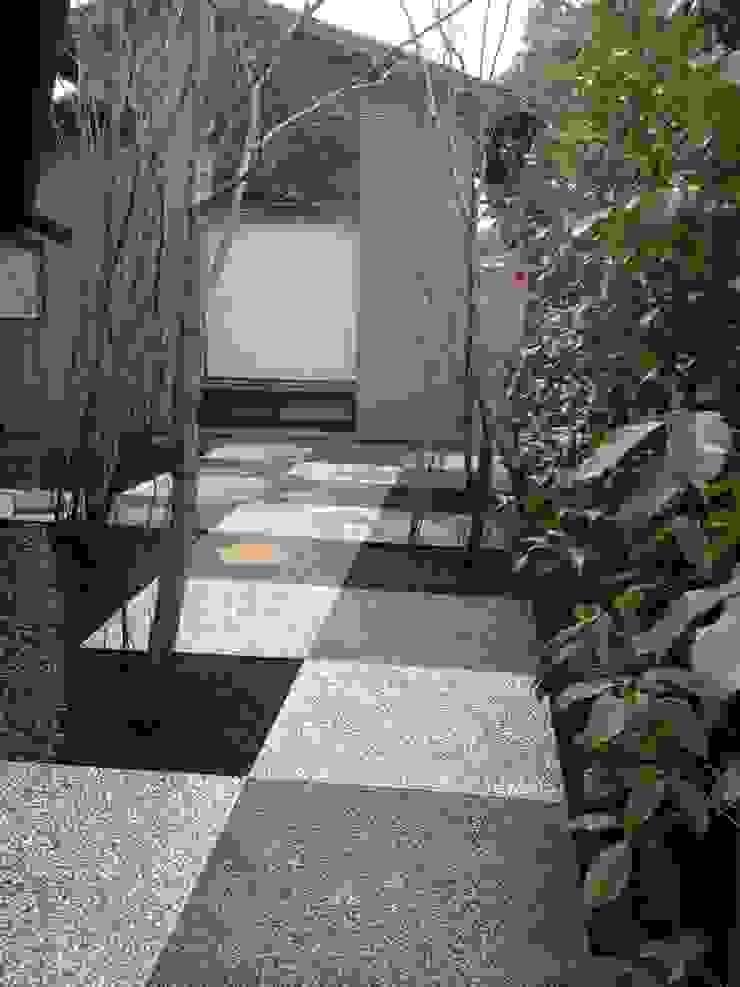 庭 遊庵 Modern garden