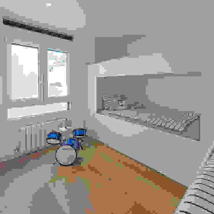 Dormitorio juvenil de MANUEL GARCÍA ASOCIADOS Moderno