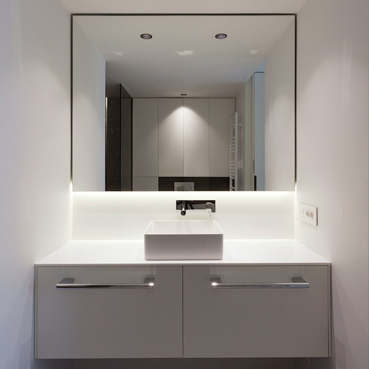 Vista frontal baño Baños de estilo moderno de MANUEL GARCÍA ASOCIADOS Moderno