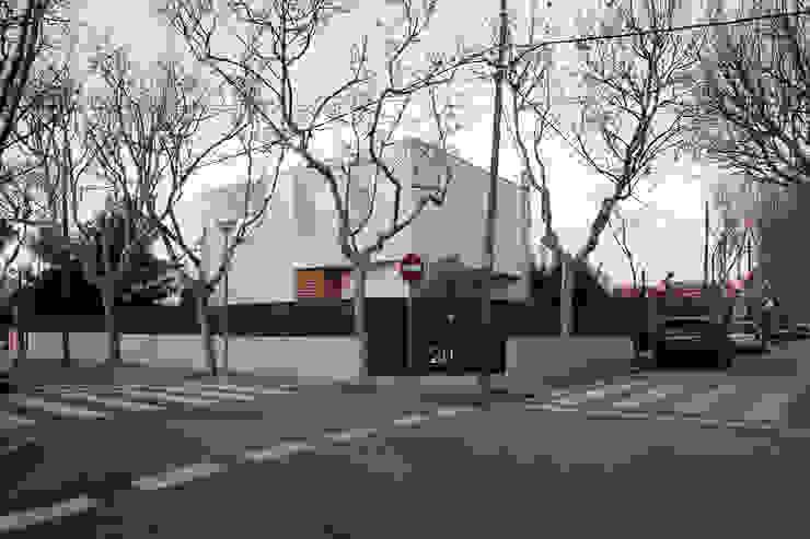 CABRÉ I DÍAZ ARQUITECTES Minimalist house White