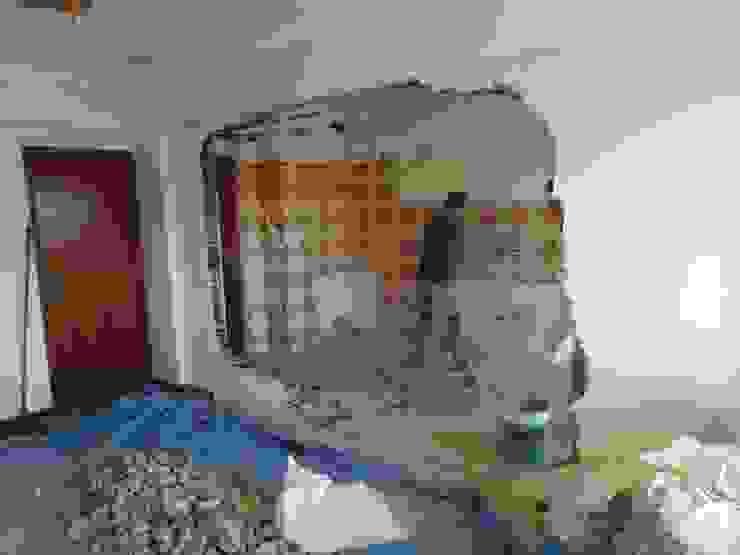 Demolições de paredes, remoção de azulejos, canalização nova, esgotos novos IIP - Reabilitação e Construção