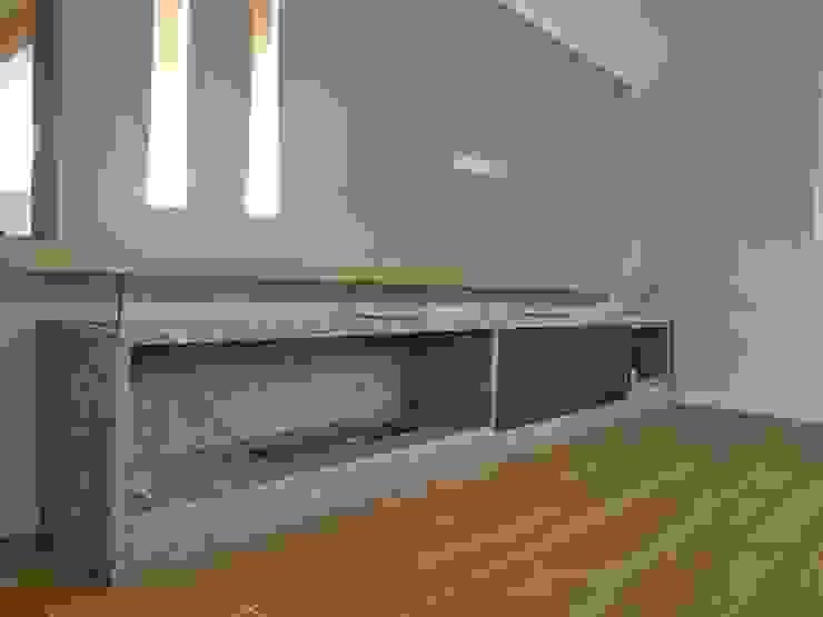 Painel com biolareira Salas de estar modernas por D&D Design Interiores Moderno