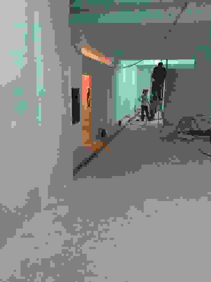 execução de paredes em gesso cartonado e electricidade IIP - Reabilitação e Construção Lojas e Espaços comerciais modernos