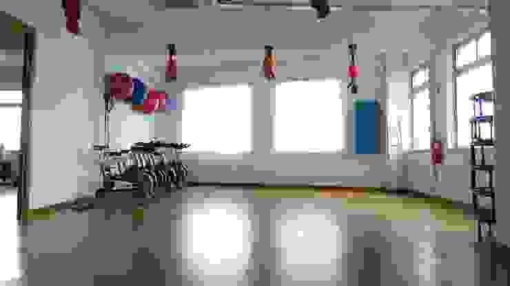 aspecto da sala de aulas de grupo IIP - Reabilitação e Construção Lojas e Espaços comerciais modernos