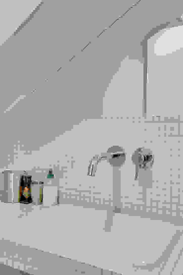 Agence KP Modern bathroom Ceramic White