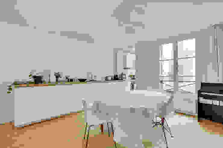 Agence KP Modern kitchen Wood