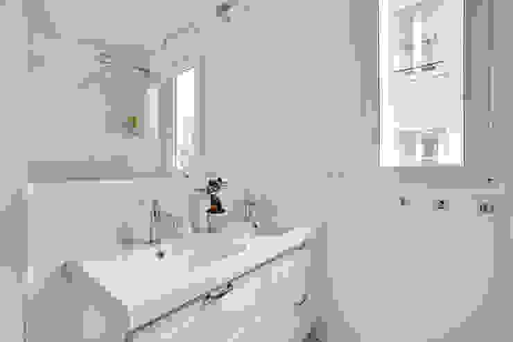 Agence KP Modern bathroom Ceramic