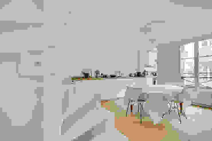 Agence KP Modern dining room Wood