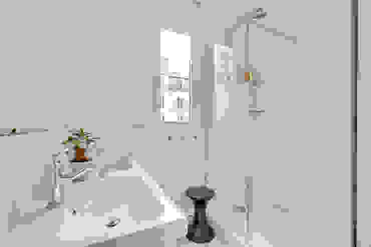 Agence KP Modern bathroom Glass White