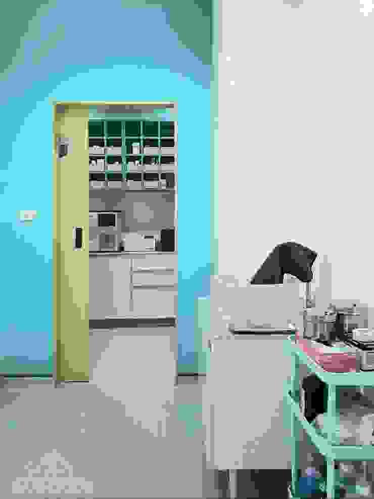 คลินิกคุณจอมรักษาสัตว์ จ.ลพบุรี: ทันสมัย  โดย BAANSOOK Design & Living Co., Ltd., โมเดิร์น