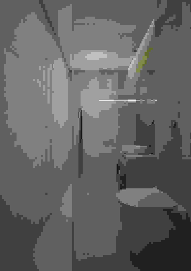 Nevi Studio Baños de estilo moderno Concreto Gris