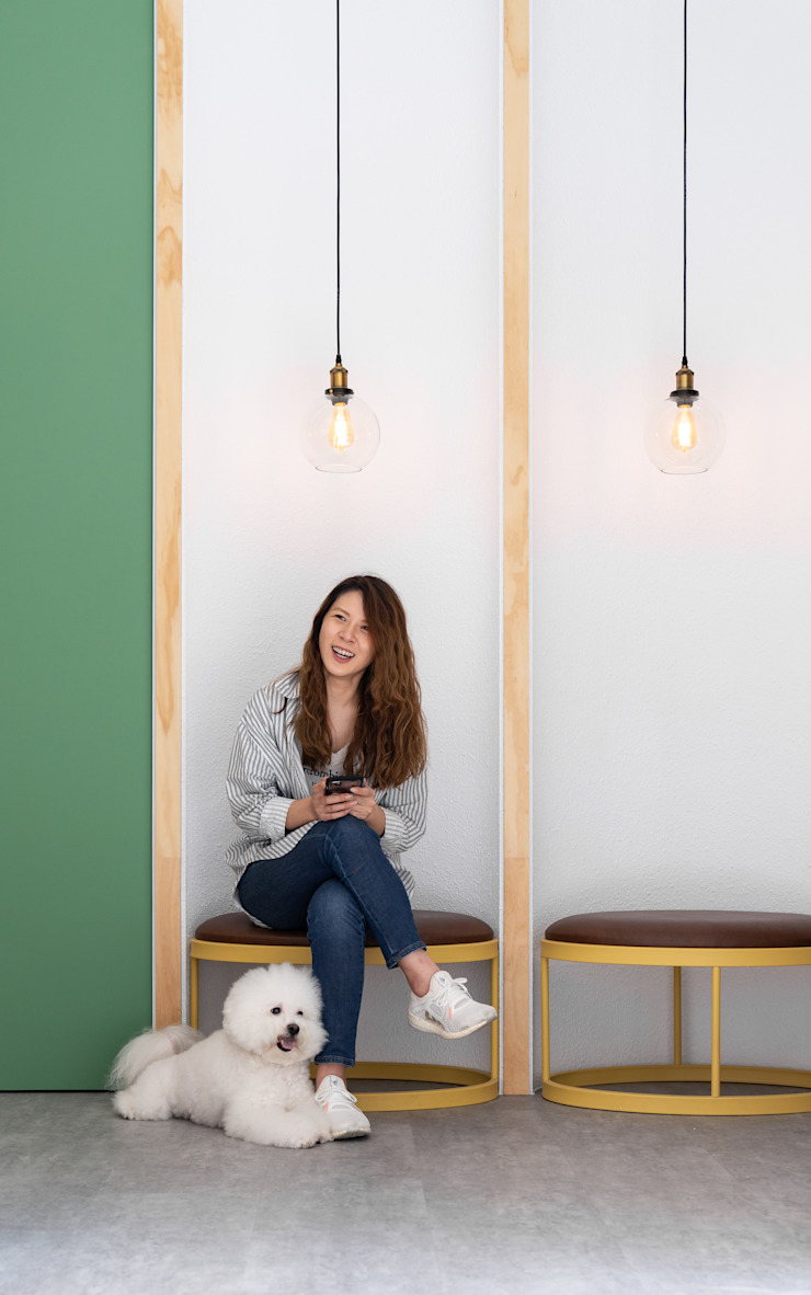 沐遇寵物沙龍 Mu Pet Salon | 候位區 橢圓形座椅設計 有隅空間規劃所 Commercial Spaces Wood Multicolored