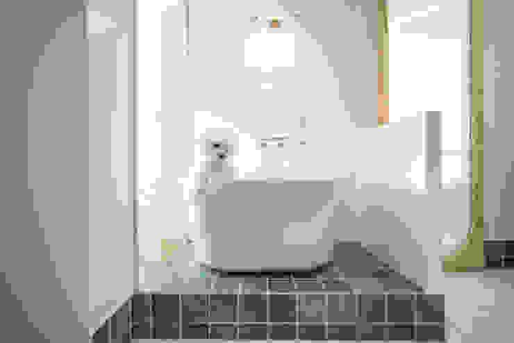沐遇寵物沙龍 Mu Pet Salon | 寵物沐浴區 有隅空間規劃所 Commercial Spaces Tiles White