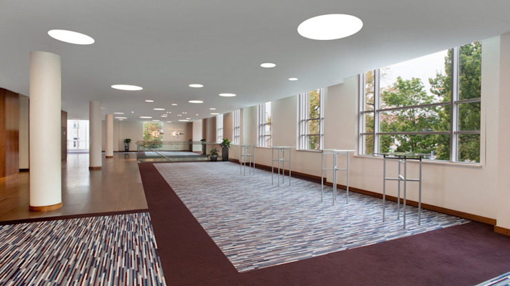 Ferreira de Sá Modern corridor, hallway & stairs